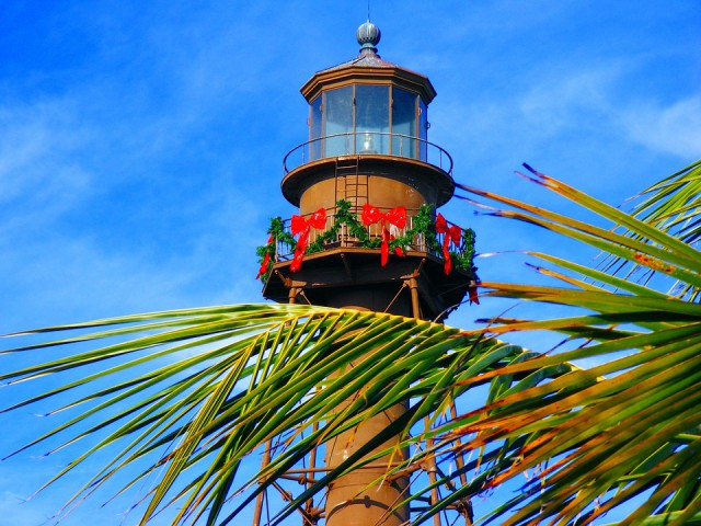 sanibel-lighthouse-christmas